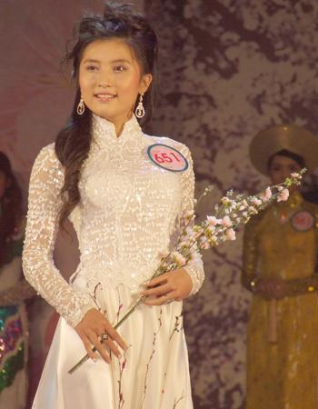 Nguyễn Nga My, Quảng Ninh với cành anh đào làm duyên.
