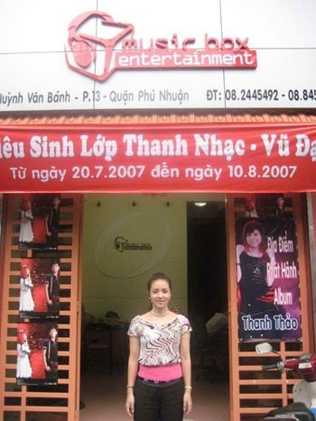 Thuý Hiền tại công ty đào tạo âm nhạc của Thuý Vinh - Thanh Thảo.