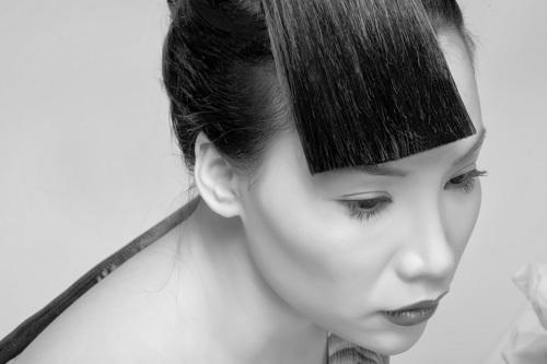 Hồ Quỳnh Hương với mái tóc được tạo dáng lạ và cá tính.