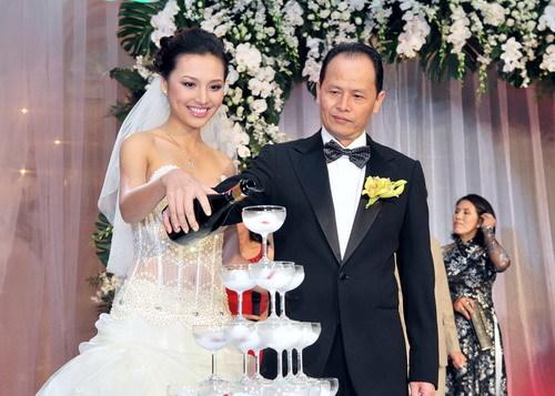 Siêu mẫu Huỳnh Thanh Tuyền rạng ngời trong ngày cưới. Ảnh: Lý Võ Phú Hưng.