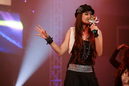 Trương Quỳnh Anh nhảy nhiều hơn hát.