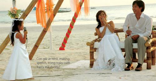 Trịnh Hội và Kỳ Duyên hạnh phúc trong lễ cưới năm 2004.