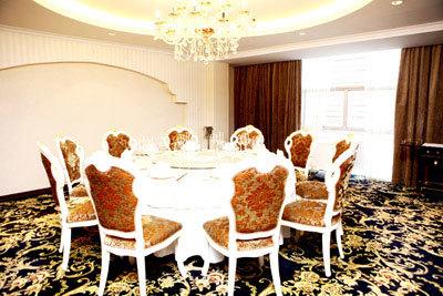 Phòng VIP sang trọng tại nhà hàng Ngọc Trai.