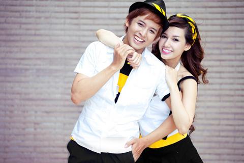 Giây phút lãng mạn dễ thương của Anh Quốc và Quỳnh Chi trong bộ trang phục cực kool của Beeline.