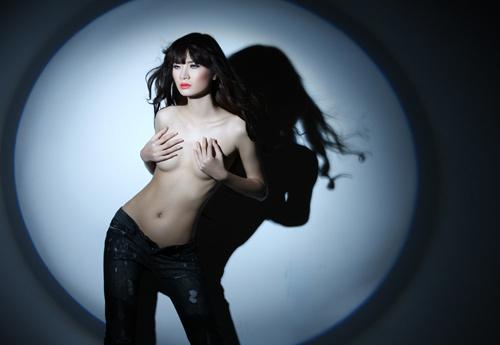 Ngọc Oanh cũng không ngại bán nude.