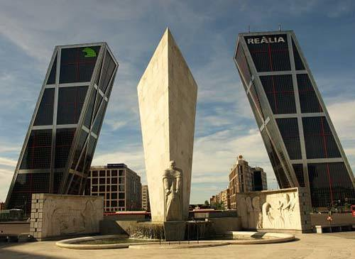 Plaza-de-Castilla,-Madrid