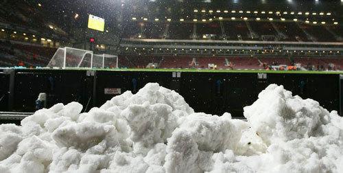 Sân Bloomfield Roald không có hệ thồng sưởi ngầm và bị phủ bởi lớp tuyết dày.
