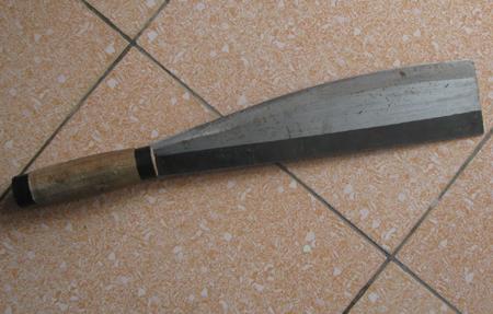 Con dao nhóm Đạt mang theo định chém nhau.