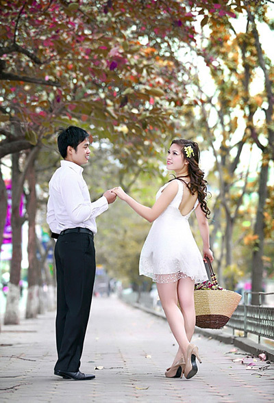 Con đường Kim Mã trong ngày mùa thu lá đỏ. Ảnh trong bộ 'Bến bờ hạnh phúc'.