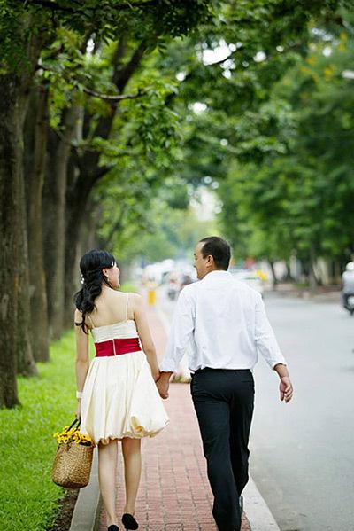 Hàng cây cao thẳng táp trong bộ ảnh 'Thu tình yêu'.