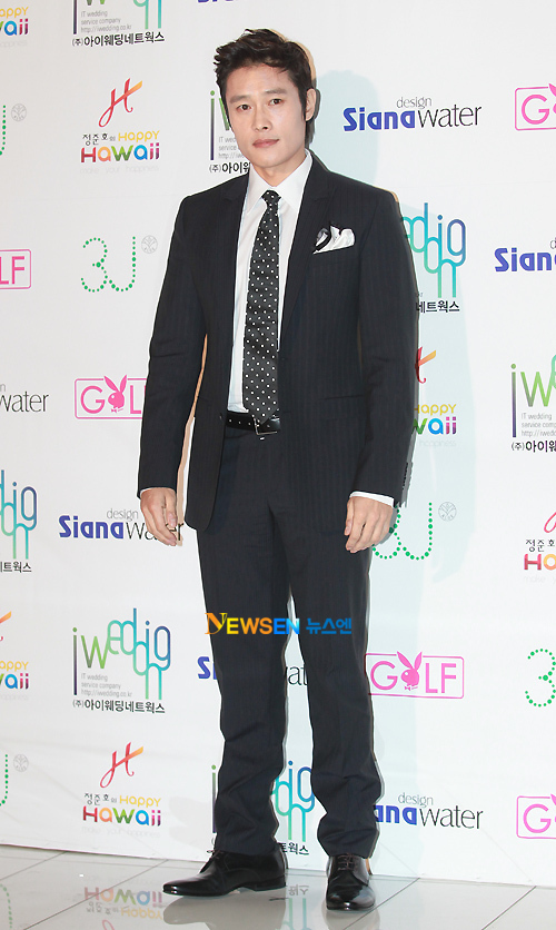 Lee Byung Hun, một trong những khách mời đến sớm nhất.