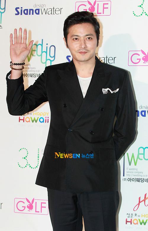 Jang Dong Gun 'trốn vợ' đi dự tiệc.