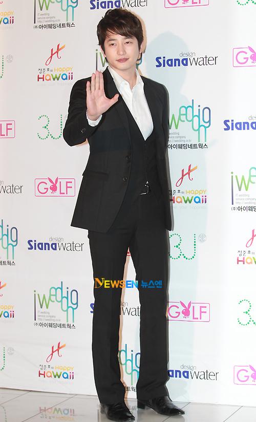 Nam diễn viên Park Shi Hoo.