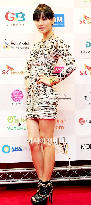 Kim So Yeon wore the dress to the Asia Model Awards held on January 21st