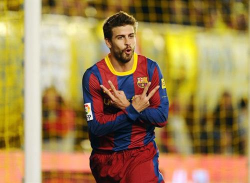 Trung vệ Gerard Pique ăn mừng sau khi ghi bàn thắng duy nhất giúp Barca vượt qua Villarreal.