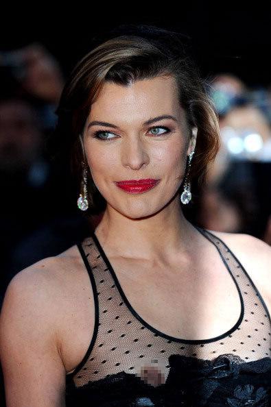 Người đẹp Hollywood lộ ngực