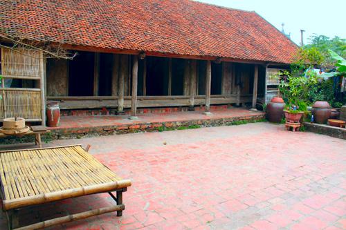 Ngôi nhà hơn 400 tuổi ở làng Đường Lâm. Ảnh: Linh Linh.