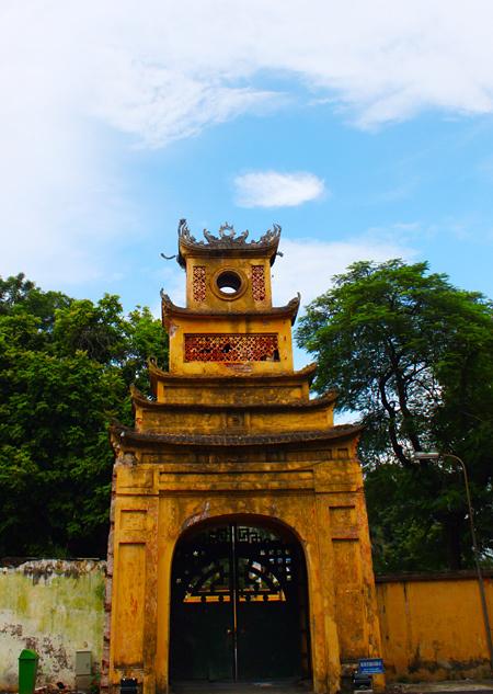 Tour du lịch thăm Hoàng Thành Hà Nội vào ngày nắng đẹp cũng là ý tưởng hấp dẫn cho ngày nghỉ.