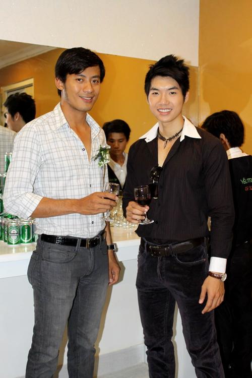 Hai người mẫu nam Hoàng Phi và Nam Thành.