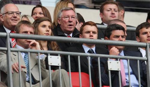 Ferguson bị nghi ngờ là thủ phạm phá hoại bức tường trong phòng thay đồ sân Wembley. Ảnh The Sun.