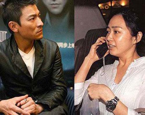 Lưu Đức Hoa và người đẹp gôc Malaysia Chu Lệ Quân yêu nhau suốt 24 năm, cho đến khi chính thức tổ chức cưới vào năm 2008.