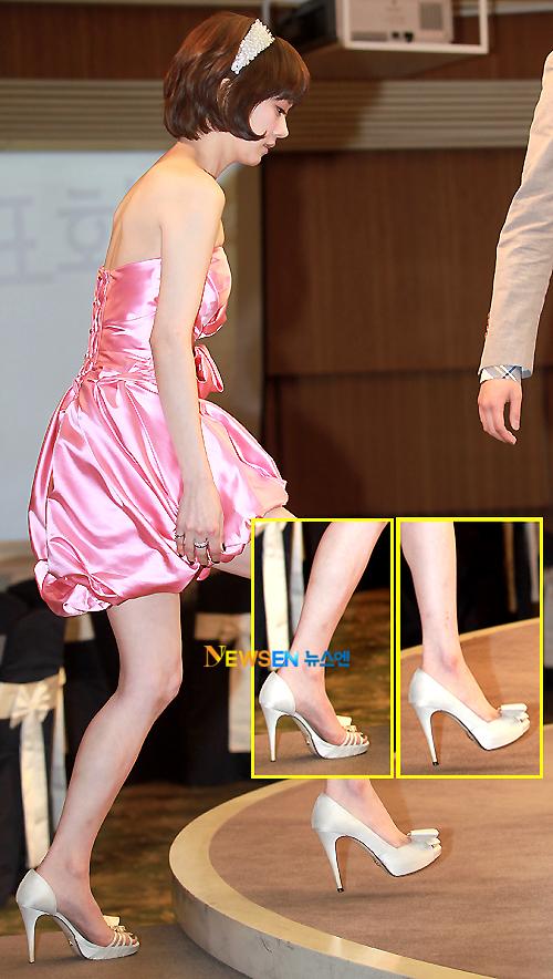 Cận cảnh đôi giày lạ mắt của Jang Nara.