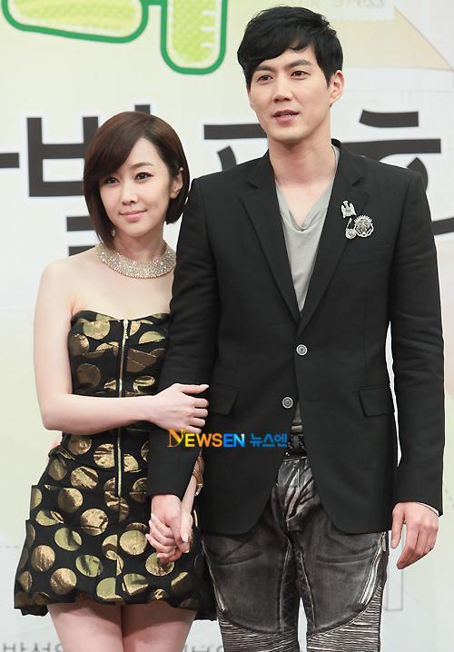 Kim Min Seo tạo dáng bên nam diễn viên