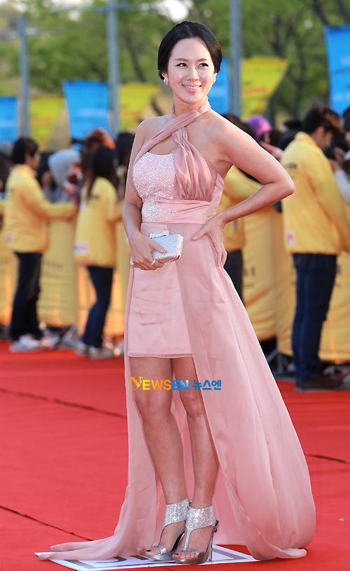 Vẻ đẹp sexy của diễn viên Baek Hee Jin.