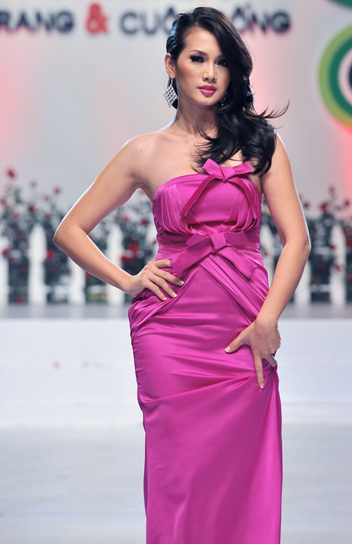 Người mẫu Anh Thư cũng góp mặt trên sàn diễn.