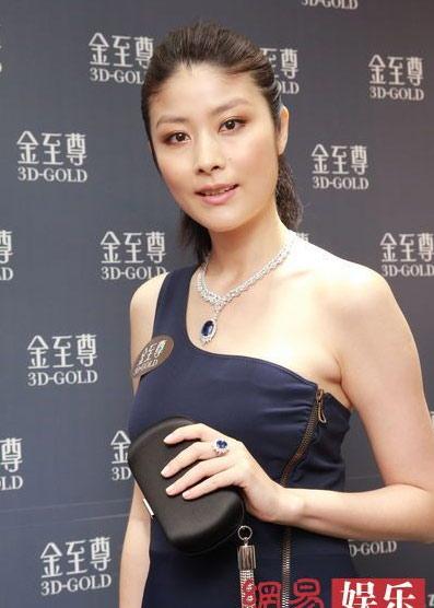 Đầu tháng 3, Tuệ Lâm thông báo tin buồn cô đã mất cặp song sinh con gái.