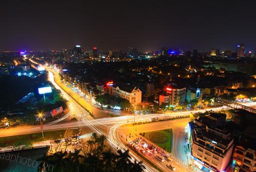 Hà Nội tấp nập về đêm, chụp từ ks Daewoo.