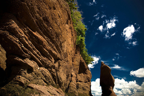 Dãy núi cao sừng sững Hopewell nằm ở bang New Brunswick là một trong những ngọn núi lửa đã chết tại đây.