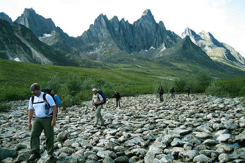 Dãy núi Tombstone ở vùng Yukon của Canada là nơi yêu thích của nhiều nhà thám hiểm và lao núi.