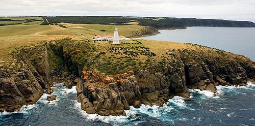Đảo Kangaroo nằm ở miền nam của tiểu bang Nam Australia, nổi tiếng với hệ động vật hoang dã đông đảo và độ bao phủ của thảm thực vật tự nhiên cao nhất.