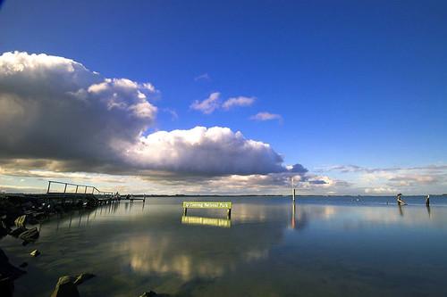 Công viên quốc gia Coorong ở phía nam Adelaide, gồm nhiều hồ và đầm lầy rộng lớn.