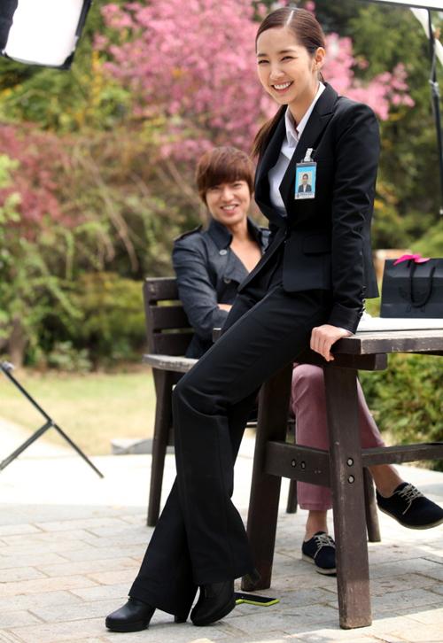 Park Min Young tạo ấn tượng mạnh cho khán giả với vẻ đẹp nữ tính nhưng cũng rất