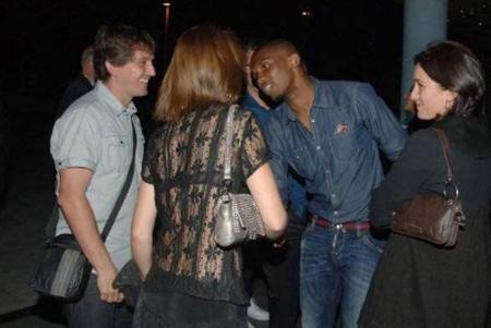 Eto'o cũng được mời tham dự tiệc.