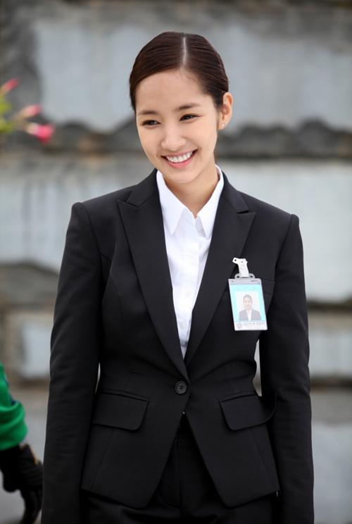 ... Nana, nữ cận vệ xinh đẹp. Vai này được giao cho Park Min Young.