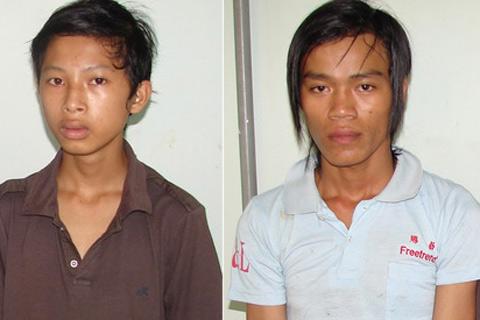 Tâm (trái) và Dũng bị cơ quan công an bắt giữ.