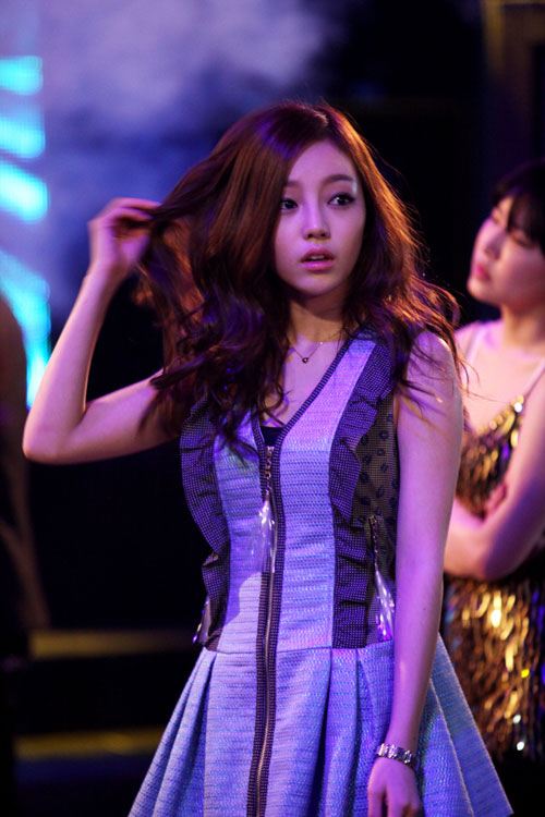 Trong City Hunter, Park Min Young vào vai con gái của tổng thống đương nhiệm.