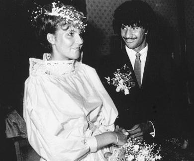Cựu danh thủ Hà Lan trong đám cưới với cô vợ đầu Yvonne de Vries.