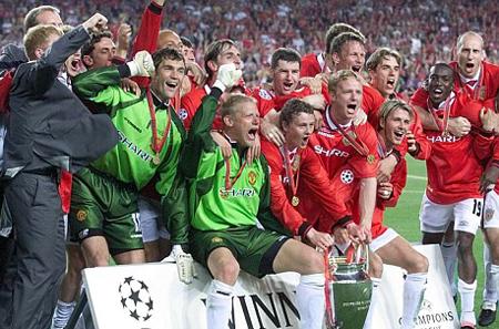 Cựu trung vệ Jaap Stam (ngoài cùng bên phải) coi những ngày tháng ở MU là quãng thời gian đẹp nhất trong sự nghiệp. Ảnh: Mutd.