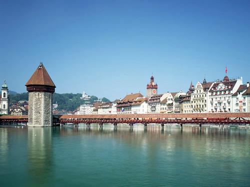 Cây cầu Chapel dài 204m bắc qua sông Reuss ở thành phố Lucerne.
