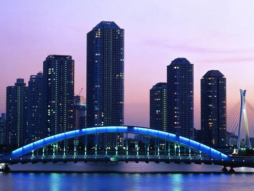 Thủ đô Tokyo của Nhật Bản luôn giữ vững vị trí số một trong những thành phố có mức sống cao nhất thế giới. Tokyo là trung tâm tài chính của nước Nhật và là thành phố nổi tiếng đông dân. Diện tích của thành phố là 2.187 km2 và có 13 triệu người sinh sống tại đây.