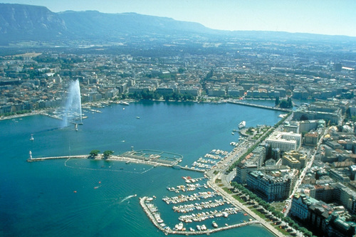 Geneva là thành phố đông dân thứ hai ở Thụy Sĩ. Đây là trung tâm tài chính và là nơi đặt trụ sở của rất nhiều tổ chức quốc tế.
