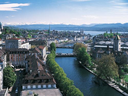 Zurich là một trong những thành phố lớn ở Thụy Sĩ. Những dãy núi tuyết phủ nằm trong thành phố là điểm du lịch thu hút nhiều du khách trên khắp thế giới.