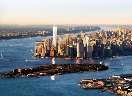New York được coi là thành phố có tầm ảnh hưởng lớn nhất tới toàn nước Mỹ. Nơi đây, dân cư tập trung đông và là trụ sở của các ngân hàng, tổ chức tài chính lớn của thế giới.
