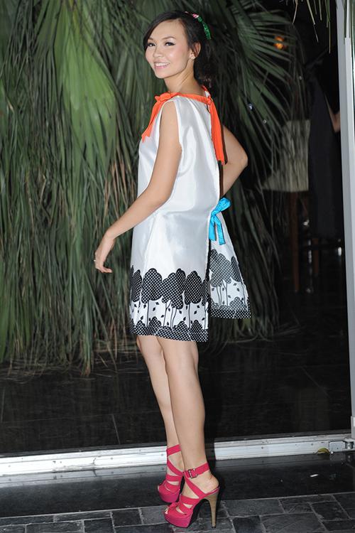 Vẻ tươi tắn của Hạ Thị Hoàng Anh, người đẹp Áo dài cuộc thi Hoa hậu Thế giới người Việt 2010.