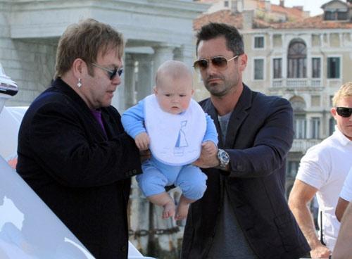 Sau Venice, gia đình danh ca