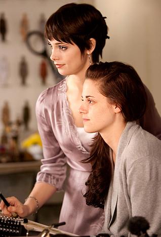 Bella và chị gái Edward - Alice Cullen (Ashley Greene).